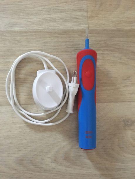 Электрическая зубная щетка.
