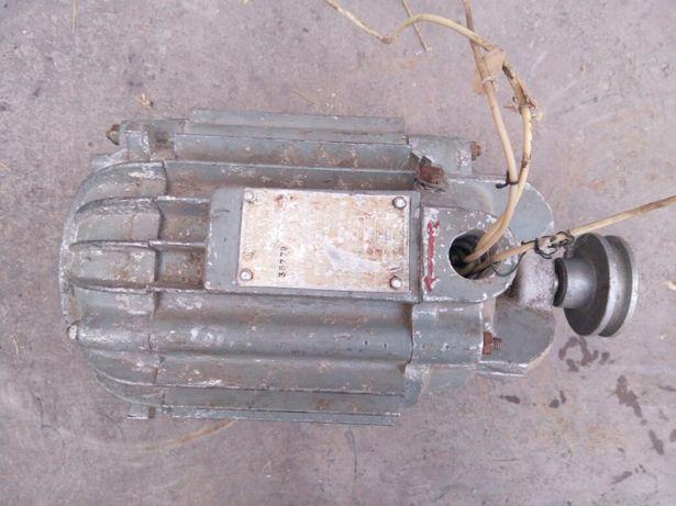 Продам однофазный электродвигатель