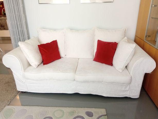 Dois sofas brancos