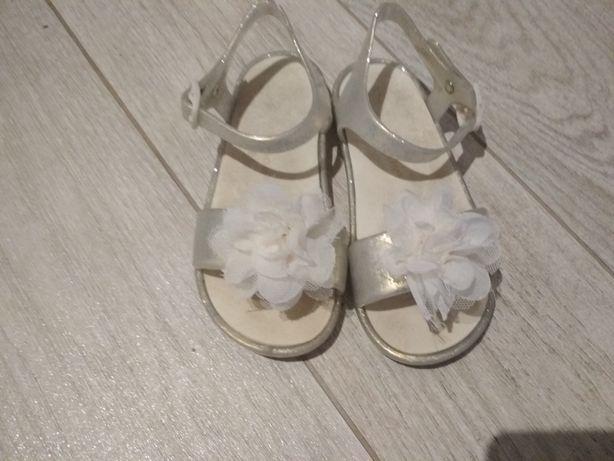 Sandałki beżowe perłowe rozmiar 27