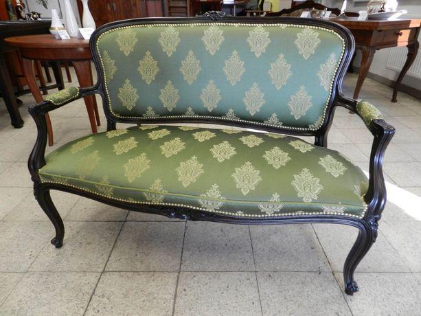 Sofa dwuosobowa po kompleksowej renowacji, antyk.