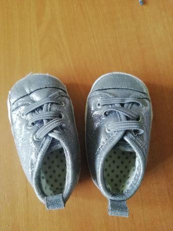 Детские пинетки, носочки.