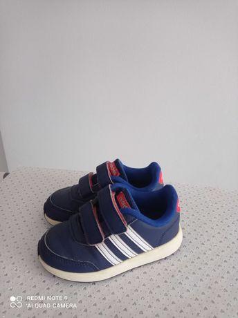 Buty Adidas dla chłopca, rozmiar 25