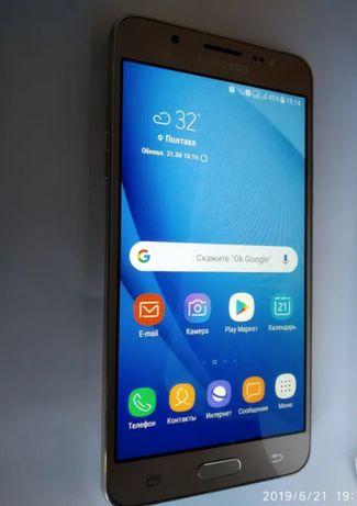 Мобильный телефон Samsung J5