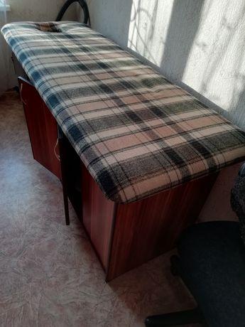 Кушетка, тумбочка, массажный стол, диван