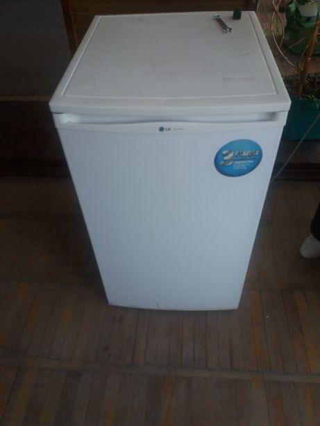 холодильник LG в рабочем состоянии