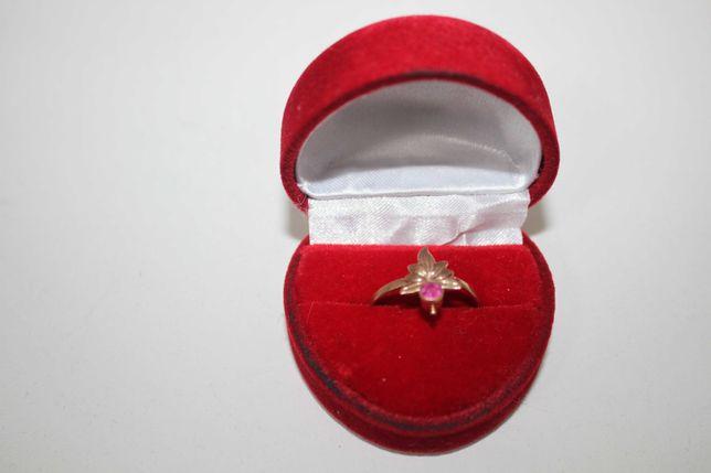 Złoty pierścionek z rubinem 14K R.18