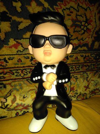 интерактивная Игрушка поющая кукла плотная резина репер Псай Psy 26см