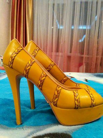 Красивые женские кожаные туфли