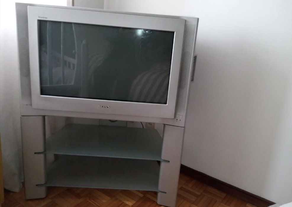 TV Sony com móvel original Fafe - imagem 1