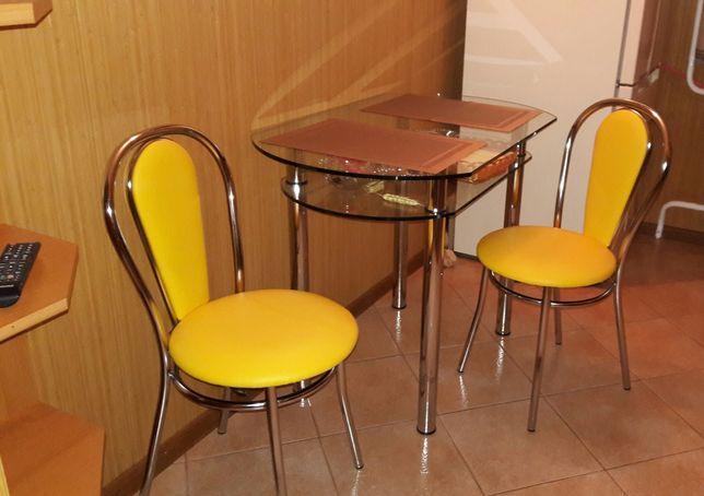 Кухонний стіл і  два стільці