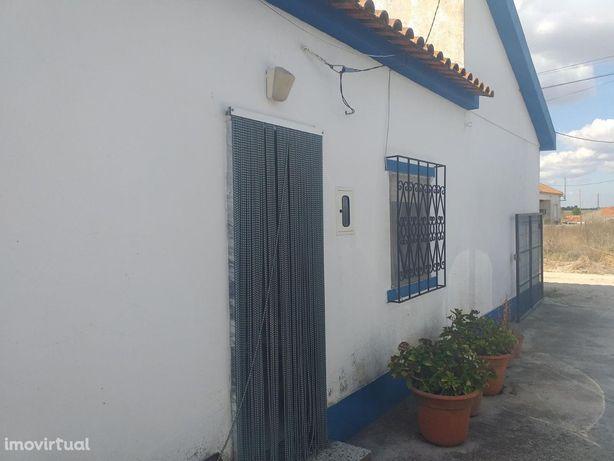 Terreno Urbanizado com moradia T2 em Lagameças - Poceirão