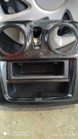 Дефлектор магнітоли на автомобіль Дача.