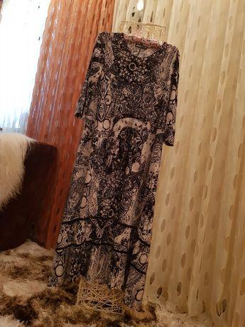Красивое платье от дизайнера.