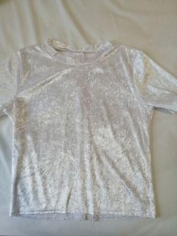 Белая велюровая футболка