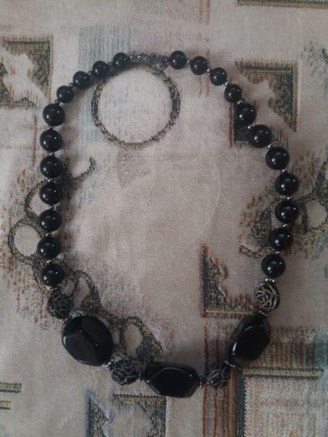 Красивое ожерелье