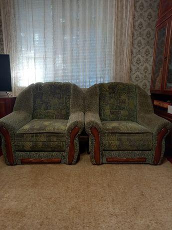 Мягкие раскладные кресла.