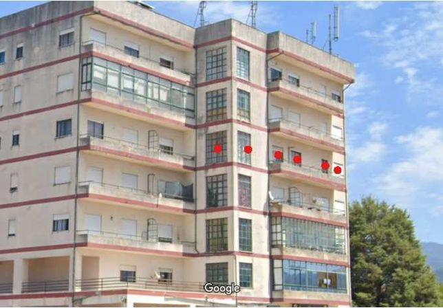 Apartamento T2 com 100m^2 para remodelar em Miranda do Corvo