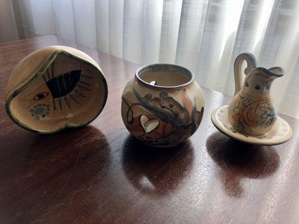 Peças de cerâmica decorativas