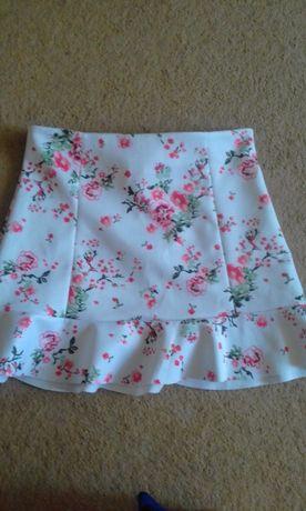 Новая юбка белая с цветочным принтом с неопрена с воланом. 46 размер.