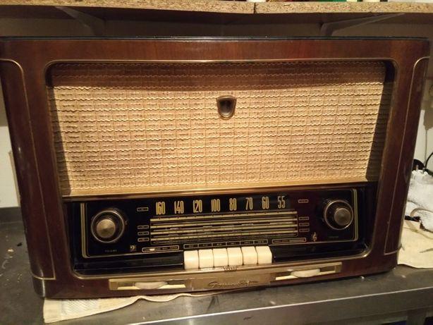 Radio grundig antigo