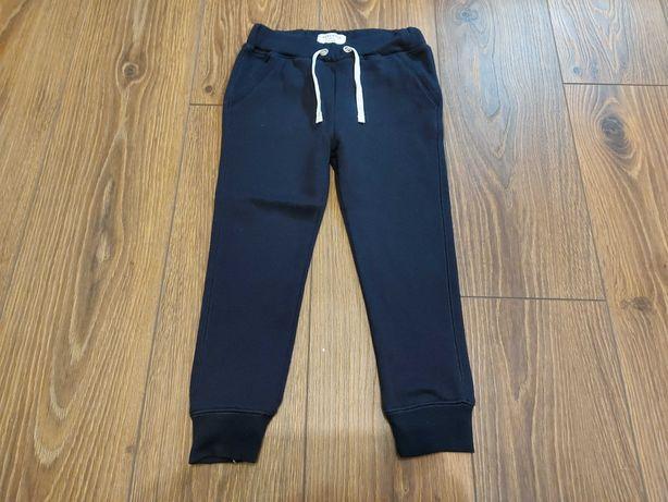 Spodnie dresowe Reserved rozmiar 116