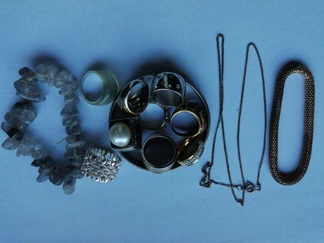 Bijuteria - anéis, pulseiras, colar