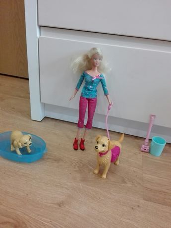 Lalka Barbie z 2 pieskami