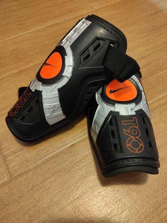 Ochraniacze piłkarskie Nike