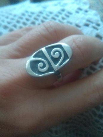 Ciężki, srebrny pierścionek rozm.16Rez.
