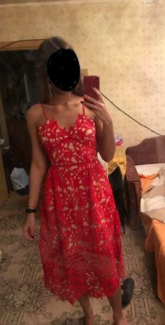 Кружевное платье миди 46