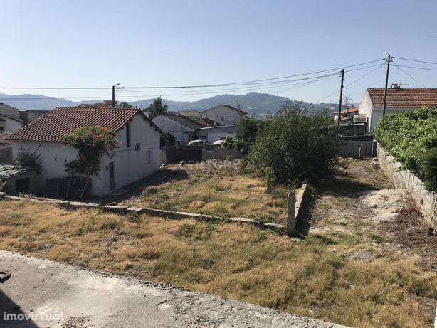 Moradia T2 em Guardizela com projeto de ampliação aprovado