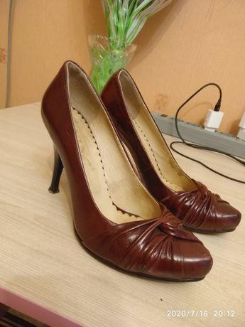 Натуральные кожаные туфли Nina