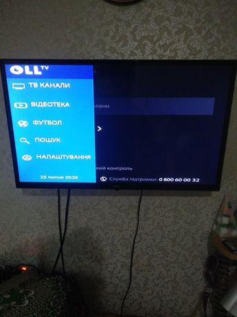 Телевізор Bravis + кріплення + тв приставка oll tv