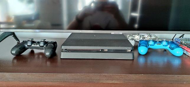 PlayStation 4 Slim 1TB, 3 pady, 3 gry