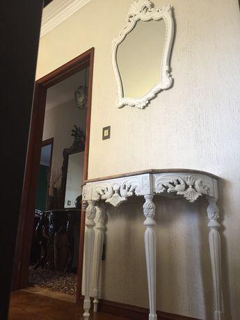 Movel e espelho branco