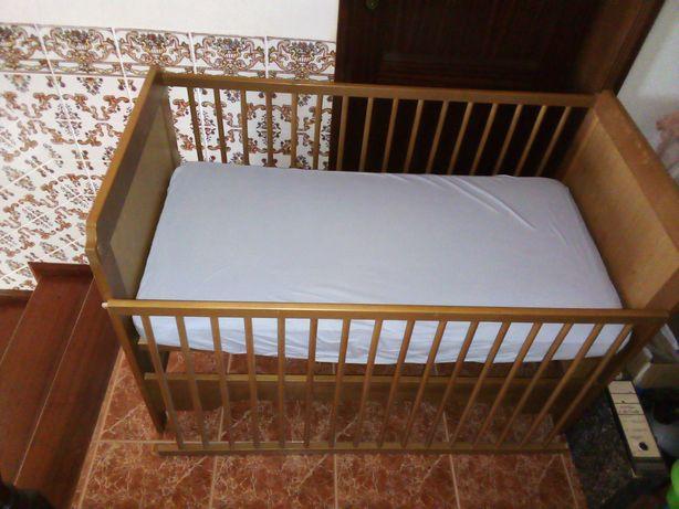Cama Bebé de grades com colchão