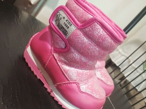 Продам детские ботинки