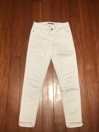 Calças de ganga brancas da Zara