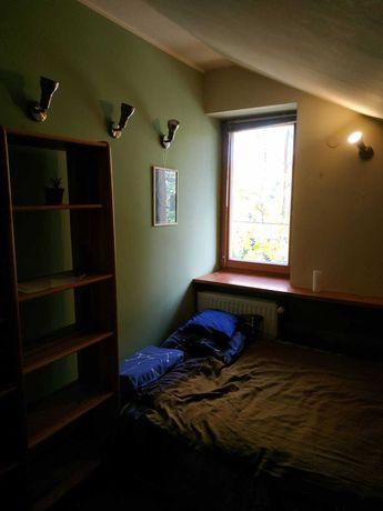 Przytulny, świeżo pomalowany pokój do wynajęcia w Wapienicy