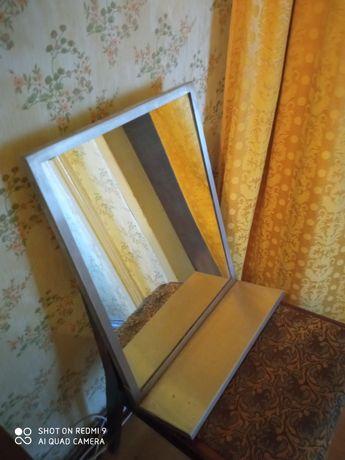 Зеркало ссср в металлическом обрамлении с полочкой.