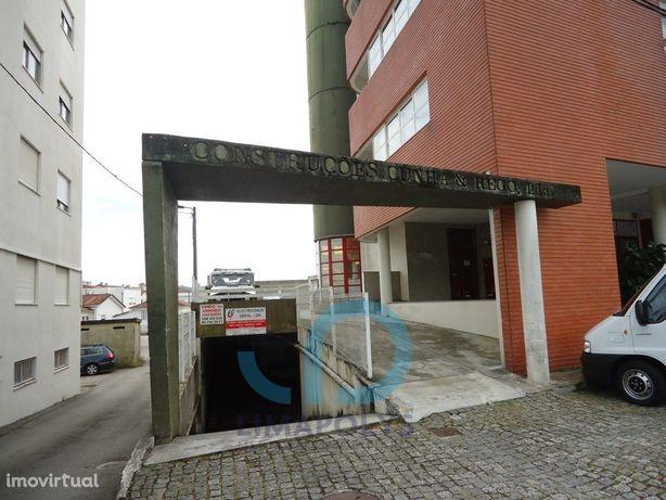 Garagem fechada para venda na Meadela