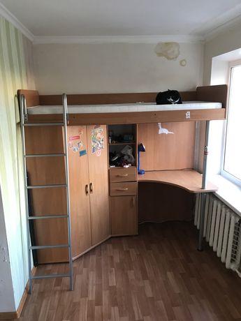 Двухъярусная кровать со шкафом, робочим столом, полочками