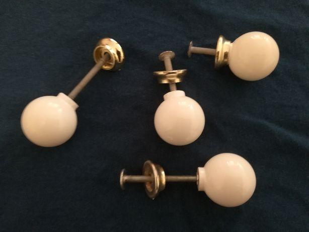 4 Puxadores cerâmica brancos com espelho dourado
