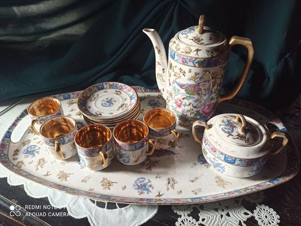 Serwis porcelanowy do kawy.