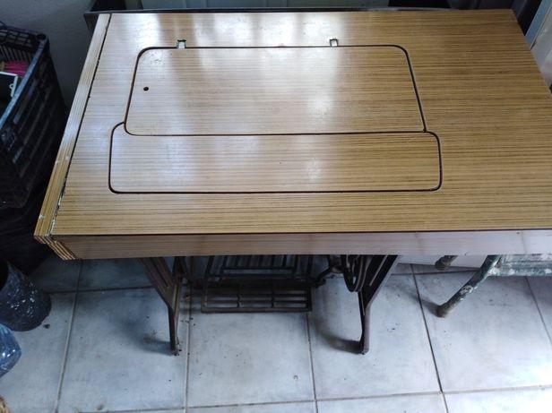 Móvel antigo para máquina costura