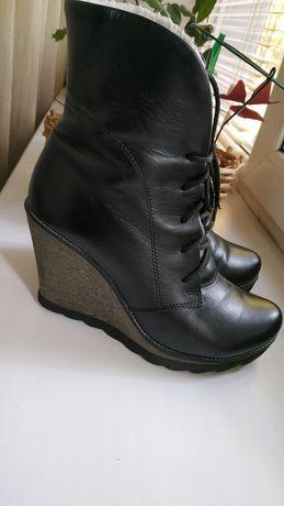Зимние ботинки на танкетке-кожа