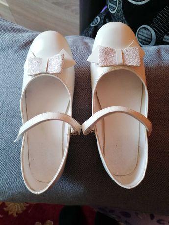 Buty balerinki pantofelki pantofle komunia białe baleriny 36 lakierki