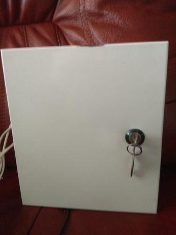Металлический шкафчик закрывающийся на ключ, 500 рублей