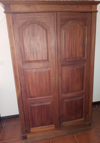 Roupeiro de madeira 2 portas